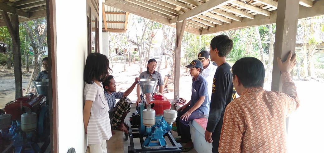 Pembuatan Pakan Buatan Di Pekon Rejosari Kabupaten Pringsewu